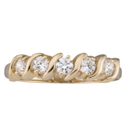 Yellow gold Mothers Ring style 33 with 5 Stones